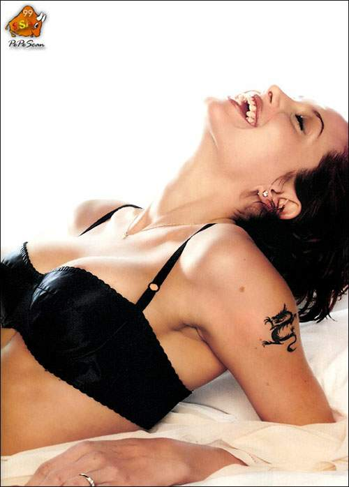 samaya-seksualnaya-foto-angelina-jolie
